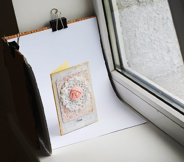 В качестве отражателя можно использовать лист белого картона или бумаги