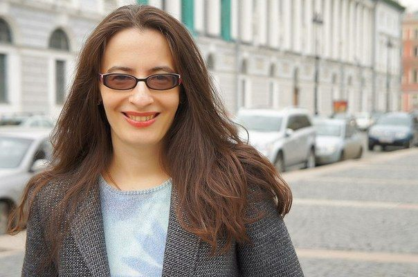 Елена Коварская — эксперт по закрытию сделок из соцсетей