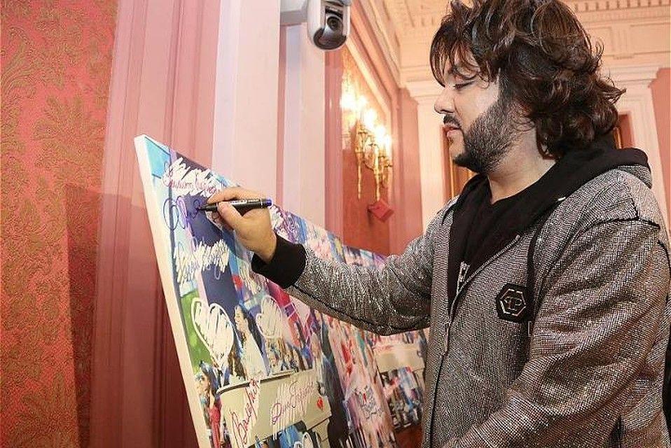 В 2018 году на аукционе в Казани картину с автографом Киркорова продали за 50 тысяч рублей